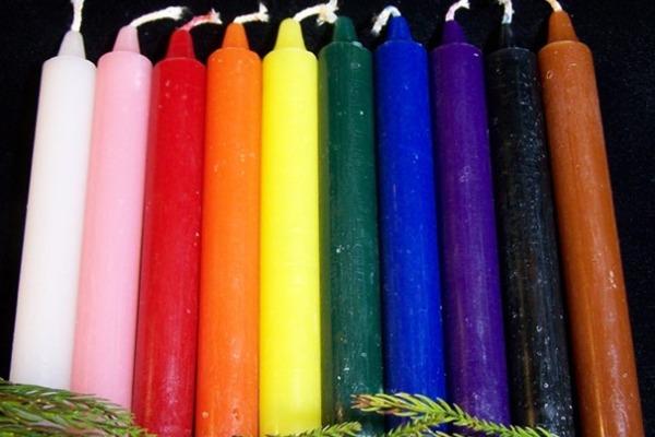 L'utilisation des couleurs de bougies dans les rituels de magie