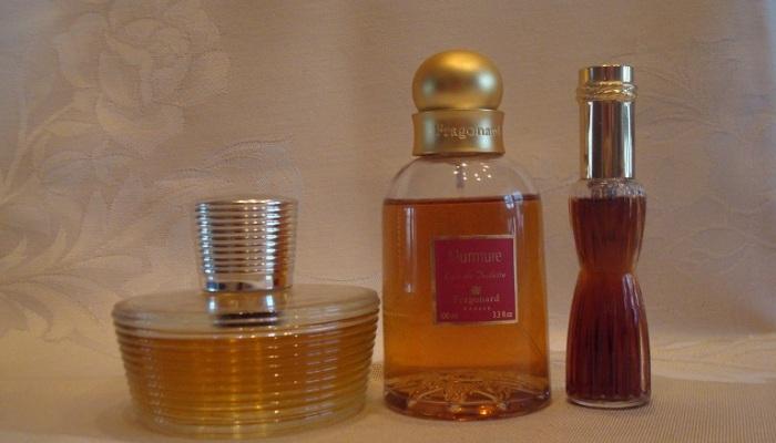 Comment réaliser un parfum magique de charme et d'attirance avec des ingrédients faciles à trouver?